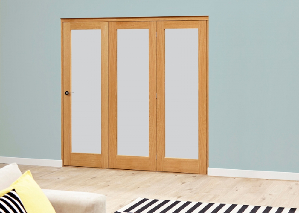 Glazed oak roomfold deluxe internal bifold doors with for Internal folding sliding doors