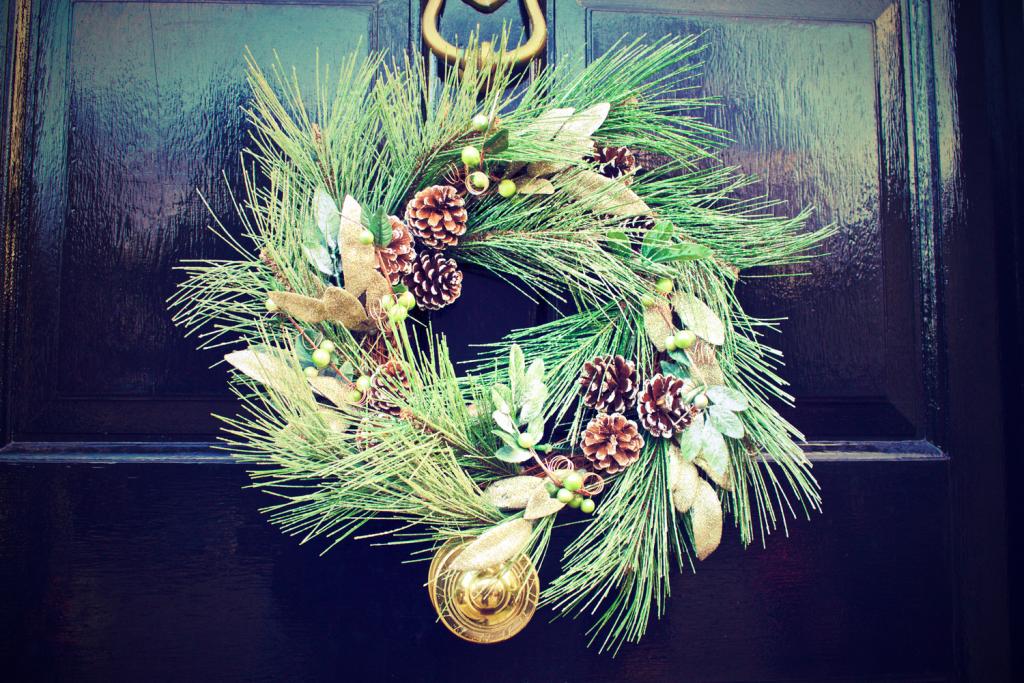 winter door decoration wreath