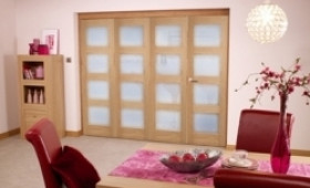 Oak Prefinished 4l Interior Bifold Door (2400mm - 8ft) Frosted Image